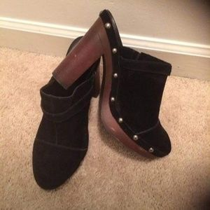 Jessica Simpson clogs